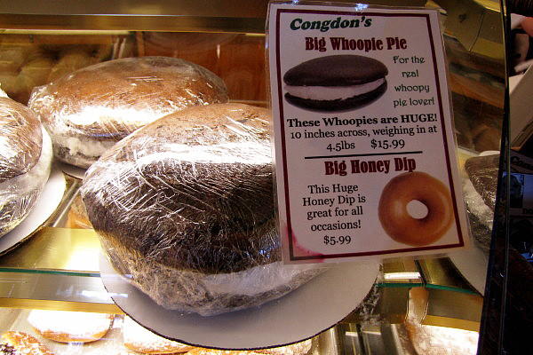 photo of big whoopie pie from Congdon's Doughnuts, Wells, ME