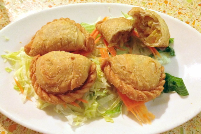photo of curry puffs from Dok Bua, Brookline, MA