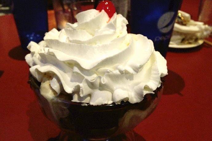 photo of a hot fudge sundae from Emma's Pub and Pizza, Bridgewater, MA