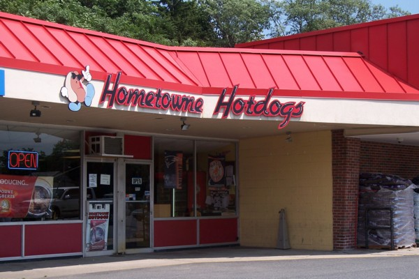 photo of Hometowne Hotdogs, Framingham, MA