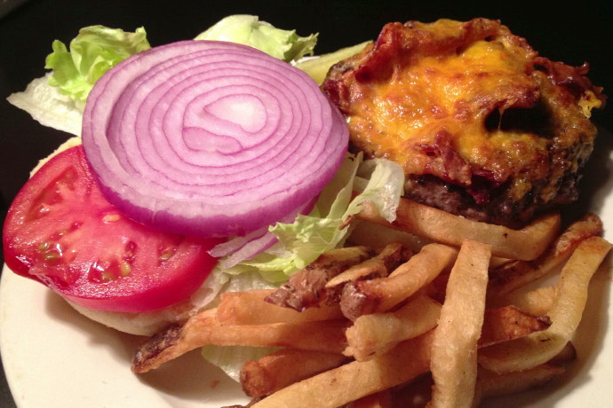 photo of cheeseburger from Louis, Quincy, MA